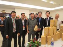 Phó ban chỉ đạo Tây Nguyên, Ông Nguyễn Quốc Cường ghé thăm gian hàng của công ty và chụp hình lưu niệm với lãnh đạo công ty(Ngày 10-03-2015).