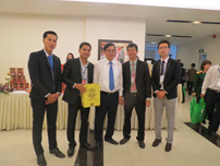 Bộ trưởng NN & PTNT Cao Đức Phát ghé thăm gian hàng và gặp gỡ lãnh đạo công ty (Ngày 10-03-2015).